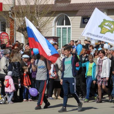 pervomayskiy-tehnikum-na-parade